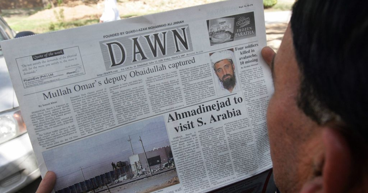 A Pakistani man reads a newspaper with headlines about the arrest of top Taliban leader Mullah Obaidullah Akhund and his picture in Islamabad, 2 March 2007.</p>