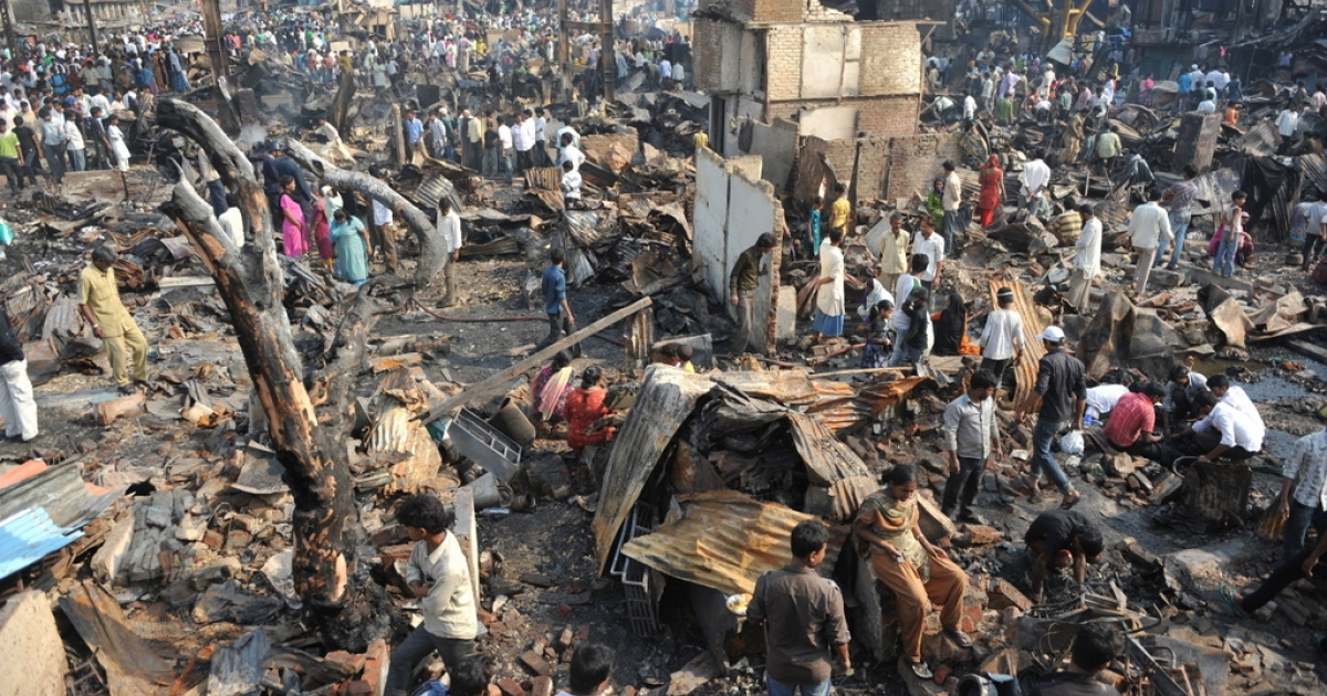 Residents hunt for usable items from the burnt remains of a slum area in Mumbai on March 5, 2011.  A major fire gutted a large slum settlement, home to hundreds of residents, next to Bandra station in Mumbai's suburbs.  No casualties were reported.</p>