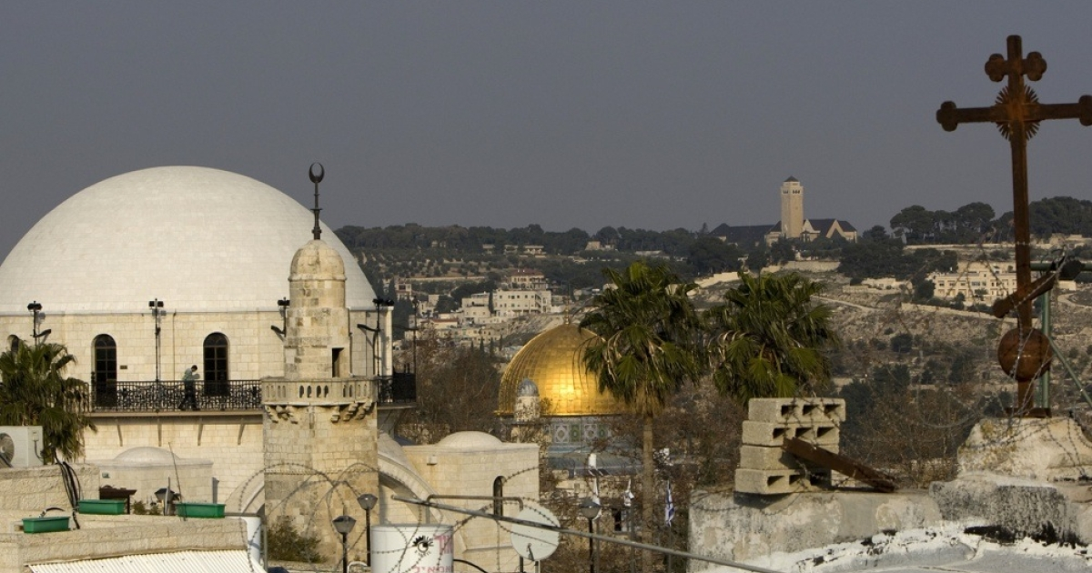 A view of Jerusalem's Old City synagogue (L), and the Dome of the Rock mosque.</p>
