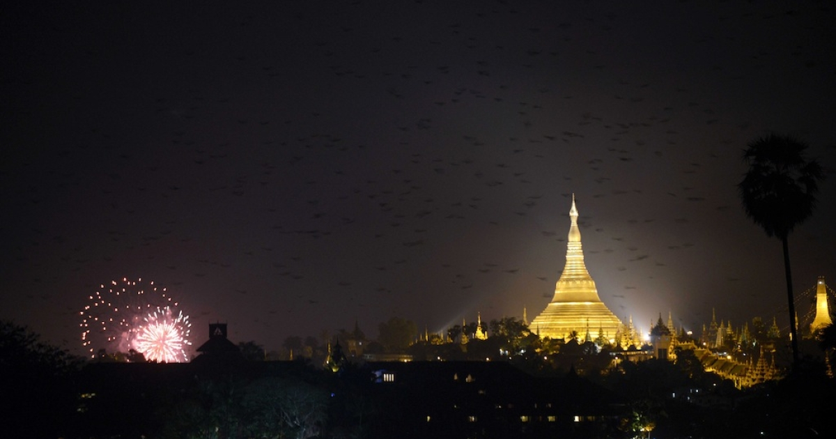 A view of birds scattering as New Year's fireworks go off near the Shwe Da Gon pagoda at Kandawgyi Lake in Yangon on December 31, 2012. Some 50,000 people were expected to gather at the revered golden Shwedagon Pagoda in Yangon for the city's first public countdown to the New Year and fireworks.</p>