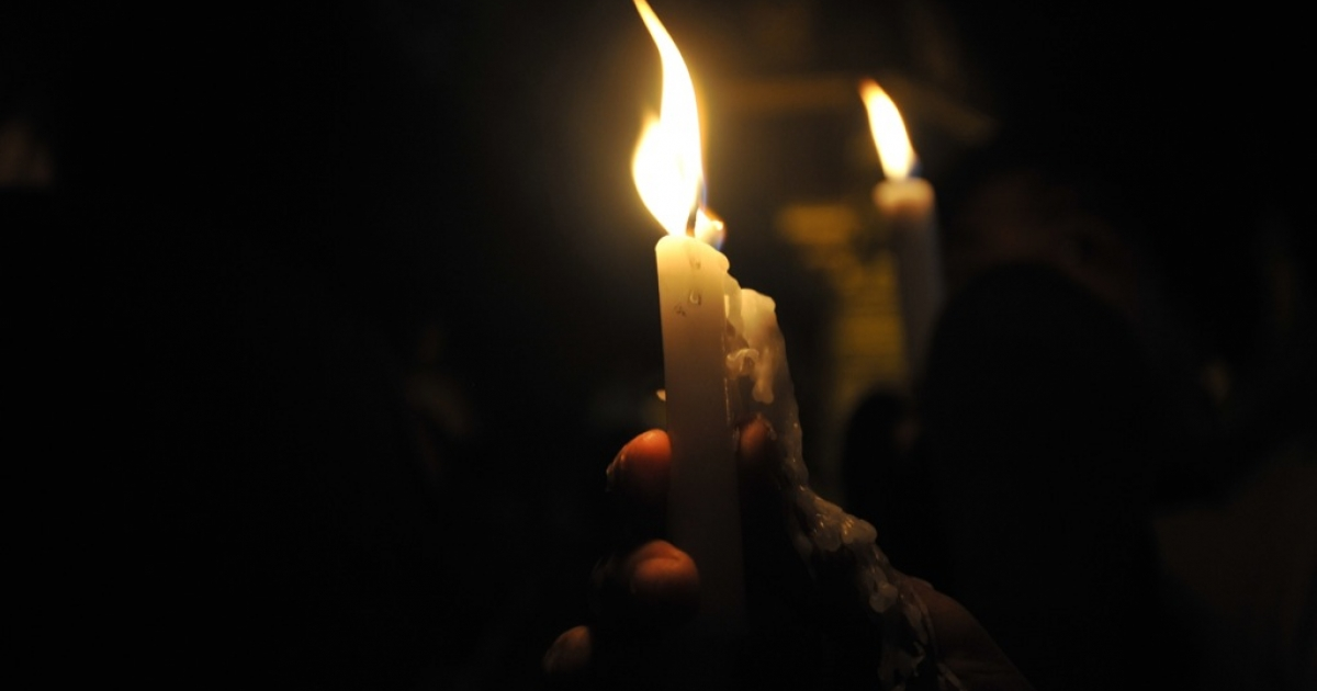Myanmar demonstrators light candles and pray during a candlelight protest against severe power cuts at Sule pagoda in Yangon on May 24, 2012.</p>