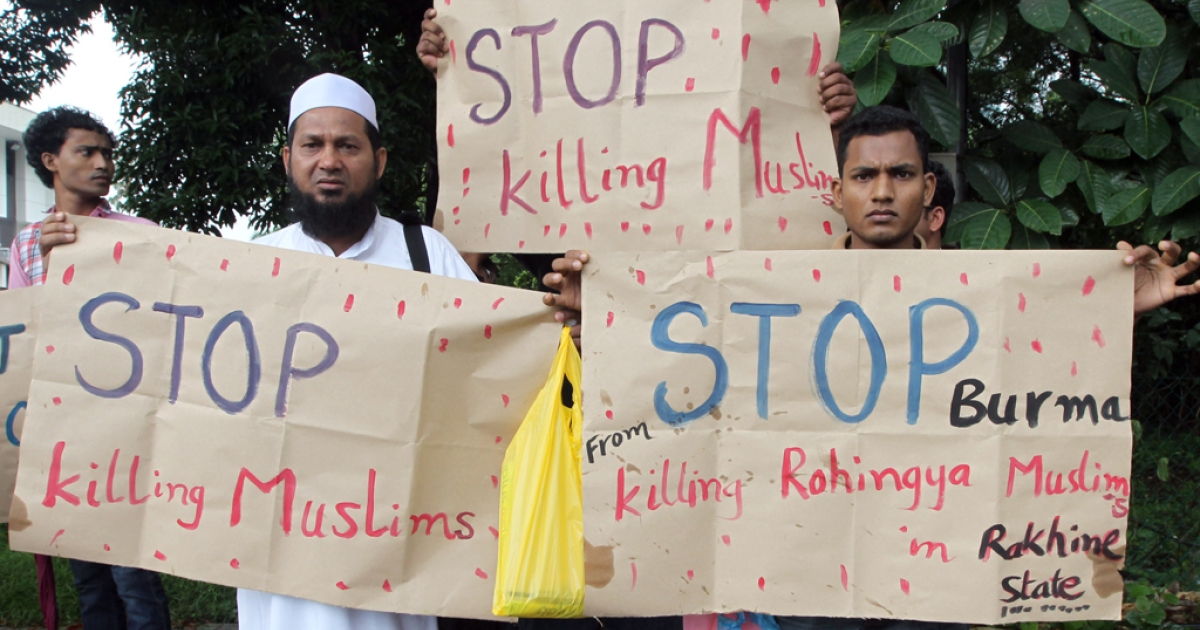 Myanmar's ethnic Rohingya Muslims display placards near the British embassy in Kuala Lumpur on July 19, 2012.  Rohingya refugees protested outside the British High Commission to end violence and humanitarian crisis against Rohingya in Arakan State in Burma.</p>