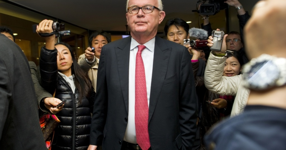 US outgoing special representative Stephen Bosworth is surrounded by medias as he leaves his hotel on October 24, 2011 in Geneva on the opening day of a second round of rare direct talks between North Korea and the United States on how to revive six-nation nuclear disarmament talks. While analysts expect no breakthrough during the two-day meeting they see engagement between the two parties as a positive step as well as a way to stop Pyongyang from making rash moves.</p>
