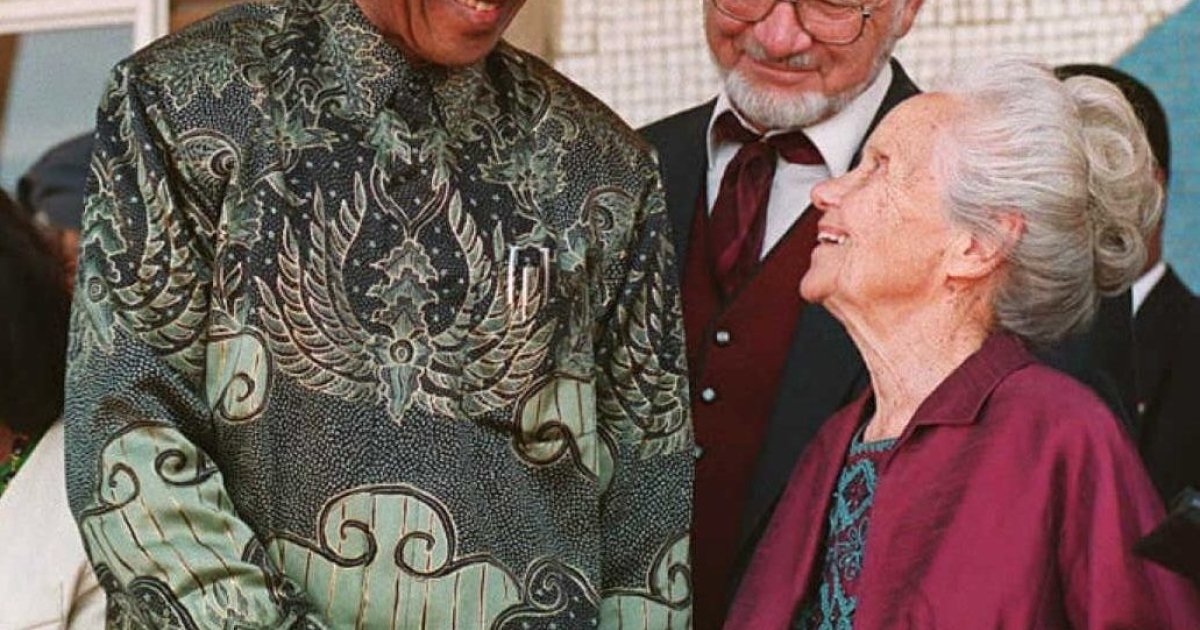 President Mandela shakes hands with Bertie Verwoerd, the 94-year-old widow of the late prime minister and architect of apartheid, Hendriek French Verwoerd, in Orania, a whites-only settlement founded in 1991. Mandela said the purpose of his visit was '