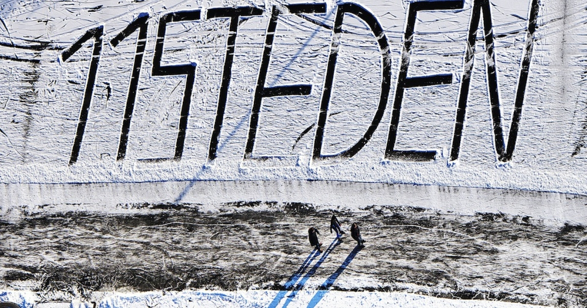 The words '11 steden' (11 cities) are drawn on the snow in Bartlehiem on the route of the scheduled Elfstedentocht (Eleven Cities Tour) on Feb. 7, 2012.</p>