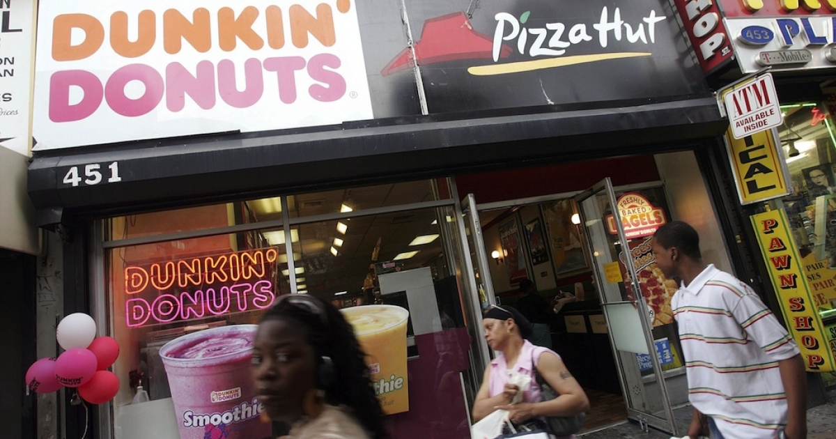 Pedestrians pass a Dunkin' Donuts and a Pizza Hut in Brooklyn, NY. On July 2006, New York City Council member Joel Rivera proposed, in an attempt to fight obesity, legislation that would limit the number of fast food restaurants in the city.</p>