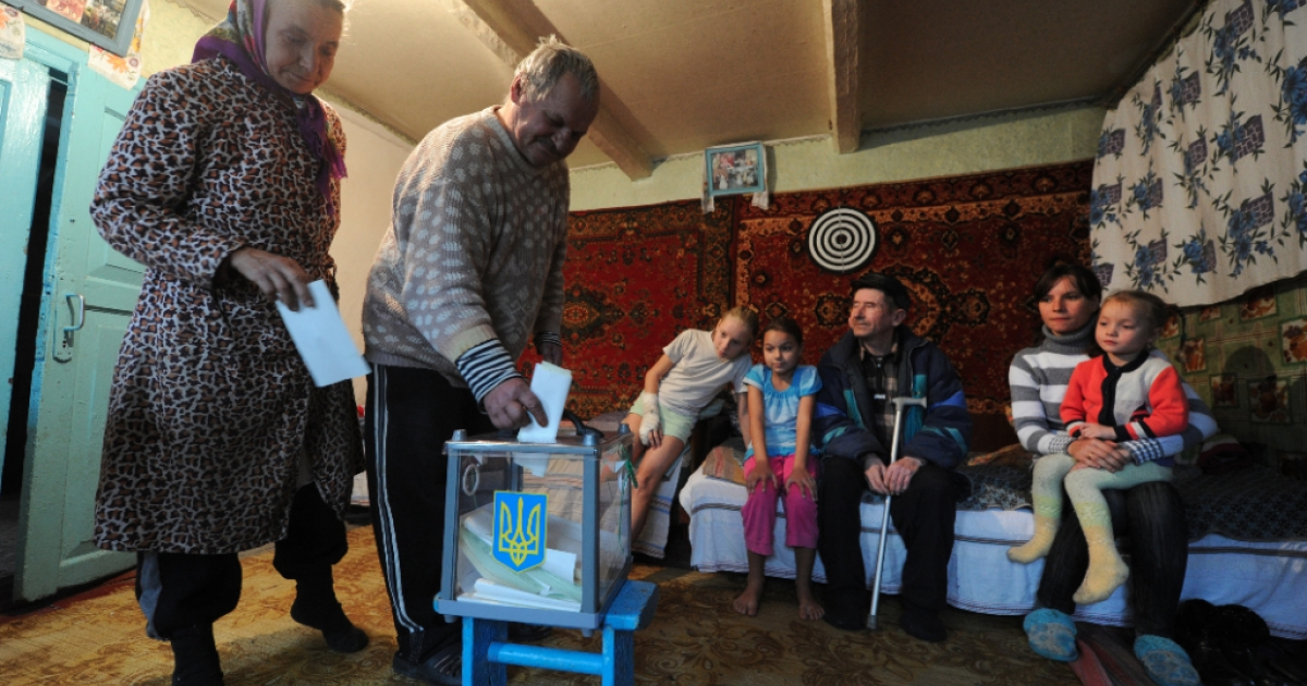 An elderly couple cast their ballot on October 28, 2012 in the village of Rusaki, some 110 kms from Kiev, during national parliamentary elections. Ukraine voted on October 28 in legislative polls seen as a test of democracy under President Viktor Yanukovych following the jailing his political foe Yulia Tymoshenko.</p>