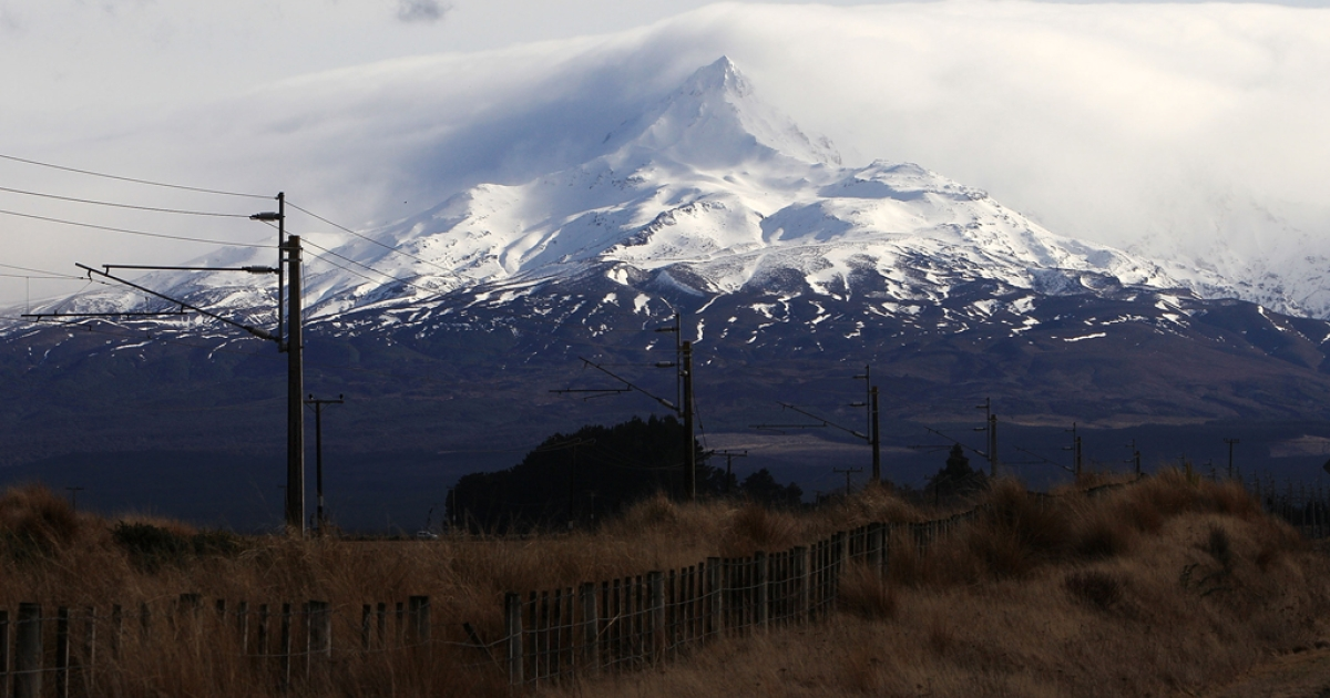 A general view of Mt Ruapehu from Waiouru after Mt Tongariro erupted for the first time in over 100 years on August 7, 2012 in Tongariro National Park, New Zealand.</p>