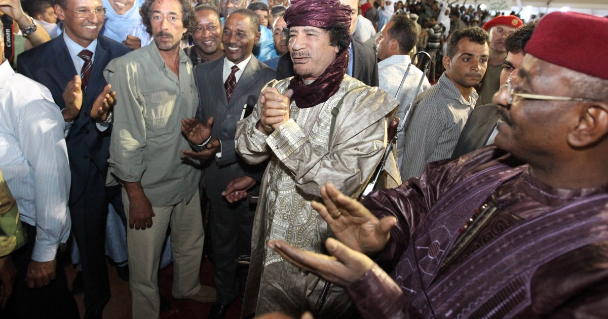 Ex-Libyan dictator Colonel Muammar Gaddafi (C) arrives at a gathering of Tuareg tribes from Libya, Mali and Niger in the southern city of Sebha in October 2009.</p>