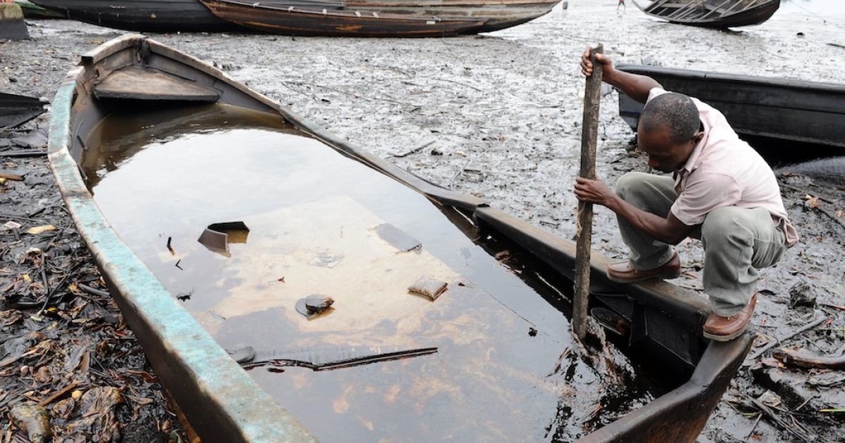 A Nigerian tries to separate crude oil from water in a boat at the Bodo waterways polluted by oil spills attributed to Shell equipment failure August 11, 2011. The Bodo community in the oil-producing Niger Delta region sued Shell oil company in the United Kingdom, alleging that spills in 2008 and 2009 had destroyed the environment and ruined their livelihoods. The UN released a report this month saying decades of oil spills in the Nigerian region of Ogoniland may require the biggest cleanup ever undertaken, with communities dependent upon farmers and fishermen left ravaged.</p>