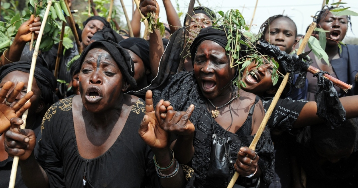 Thousands of Nigerian women march to express grief at sectarian carnage and anger at the failure to stop it in Jos, Plateau State, on March 11, 2010.</p>