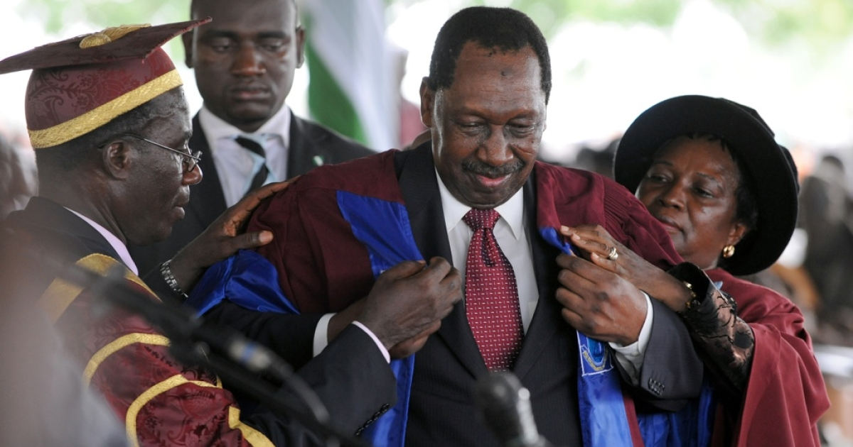 Nigerian former Chief of Justice, Mohammed Uwais puts on an academic gown to earn a doctoral degree as Nigerian President Goodluck Jonathan attends graduation at his alma mater the University of Port Harcourt in Rivers State on May 15, 2010. Young Nigerians complain they must pay bribes to be admitted to Nigeria's universities.</p>