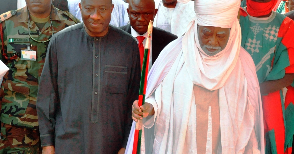 Nigerian President Goodluck Jonathan (L) walks with the Emir of Kano Ado Bayero on January 22, 2012 during a one-day visit to Kano, Nigeria's second-largest city.  Jonathan visited Kano on Sunday after at least 185 people were killed in one of the deadliest waves of attacks in the mainly Muslim north.</p>