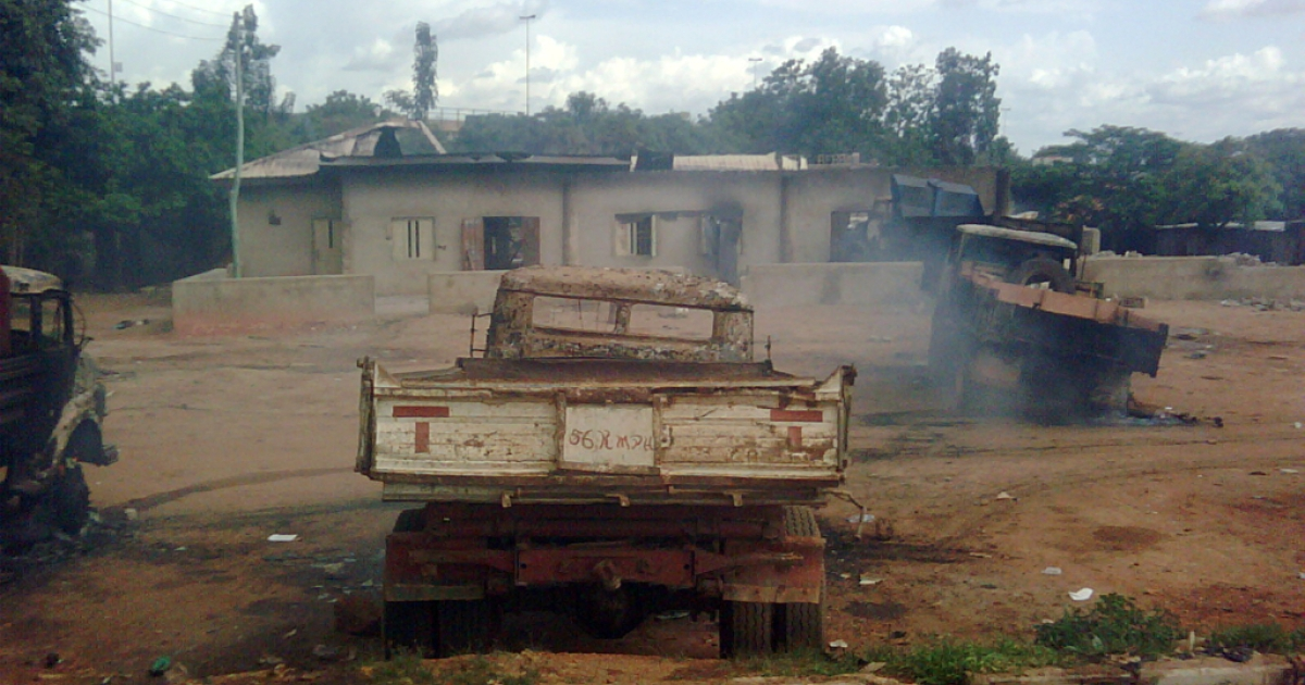 A picture taken on June 17, 2012 shows burnt cars in front of a mosque after an attack in Kaduna, Nigeria.</p>