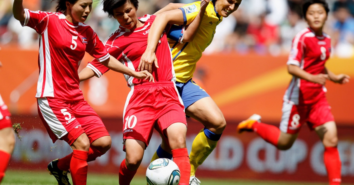 Yun Mi Jo (center) and Jong Sun Song (left) of North Korea battle for the ball with Sweden's Jessica Landstrom (right), during a FIFA Women's World Cup 2011 Group C match in Augsburg, Germany, on July 2, 2011.</p>