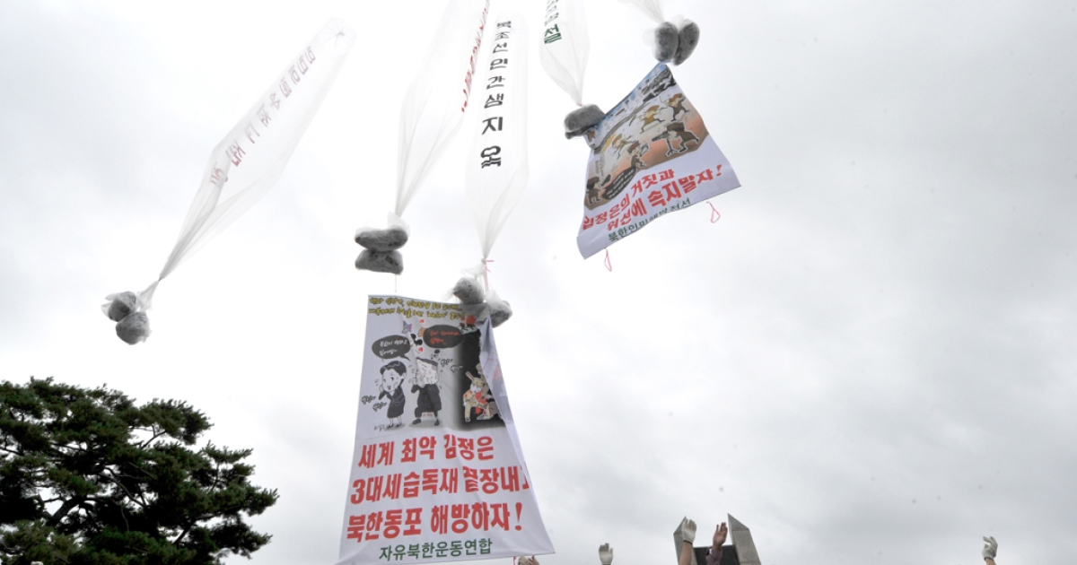 Anti-Pyongyang activists, including North Korean defectors in Seoul, float giant balloons carrying leaflets criticising North Korean leader Kim Jong-Un from Imjingak park near the North-South border in Paju on September 9, 2012.</p>