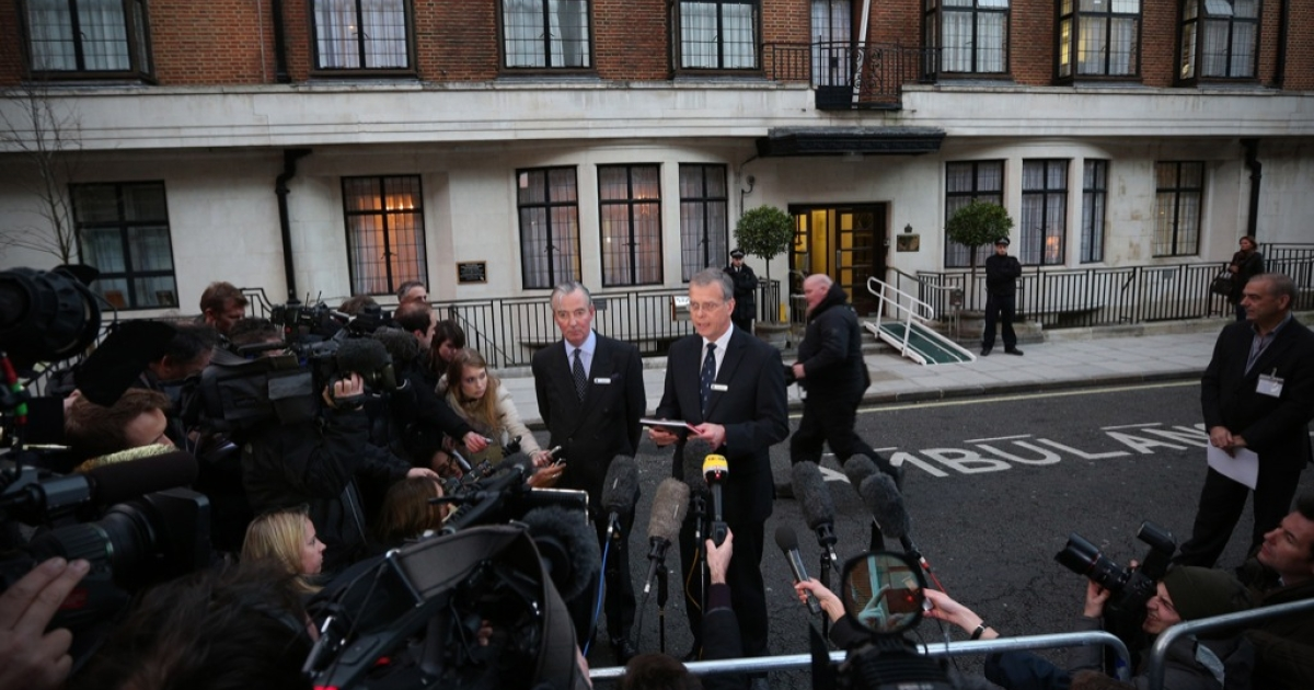 King Edward VII hospital chief executive John Lofthouse (CR) standing next to the hospital's chairman Simon Arthur (CL) speaks to the media outside the hospital in London on December 7, 2012 after nurse Jacintha Saldanha who answered a hoax call was found dead at a property close by.</p>