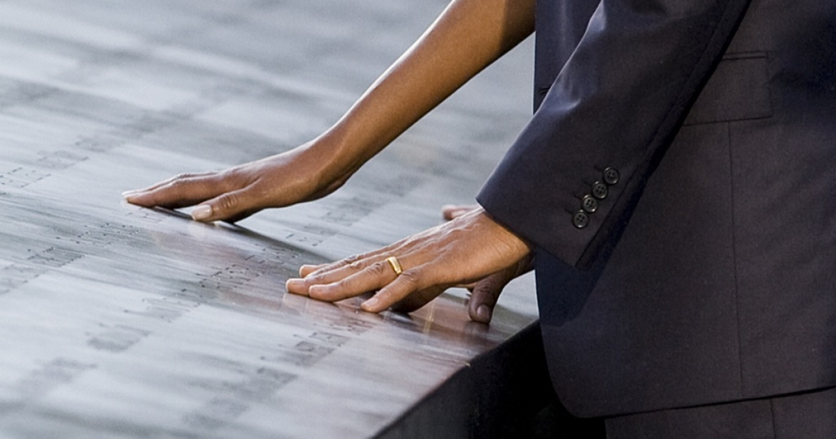 U.S. President Barack Obama and first lady Michelle Obama visit the North Pool of the 9/11 Memorial during the tenth anniversary ceremonies of the September 11, 2001 terrorist attacks at the World Trade Center site, September 11, 2011 in New York City.</p>