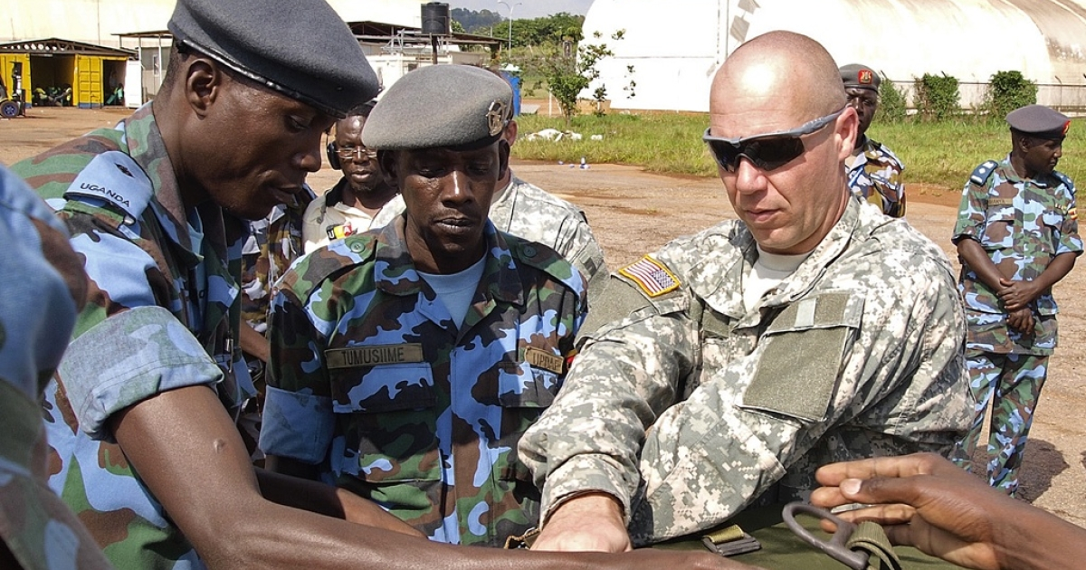 US soldiers assist Ugandan Airforce personnel at a military airbase in Entebbe, Uganda. The food supplies were destined for frontline Ugandan troops hunting rebel group, The Lord's Resistance Army (LRA). US Presdient Barack Obama has deployed 100 special forces soldiers to help track down LRA Chief and international fugitive Joseph Kony who has been active across four countries in the region for over two decades.</p>