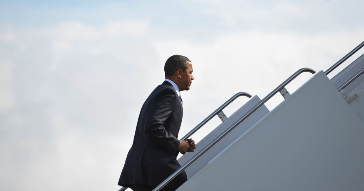 U.S. President Barack Obama makes his way to Air Force One on May 18, 2011 at Andrews Air Force Base in Maryland.</p>
