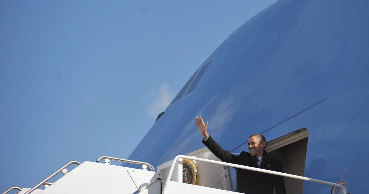President Obama boards Air Force One.</p>