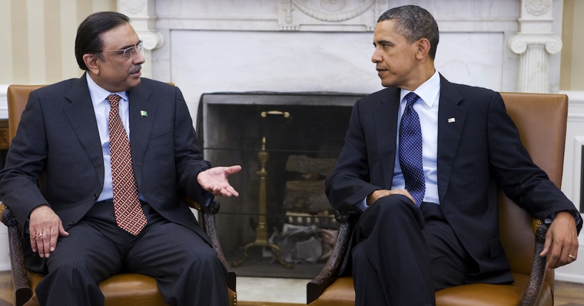 President Barack Obama meets with President Asif Ali Zardari of Pakistan in the Oval Office of the White House on January 14, 2011.</p>