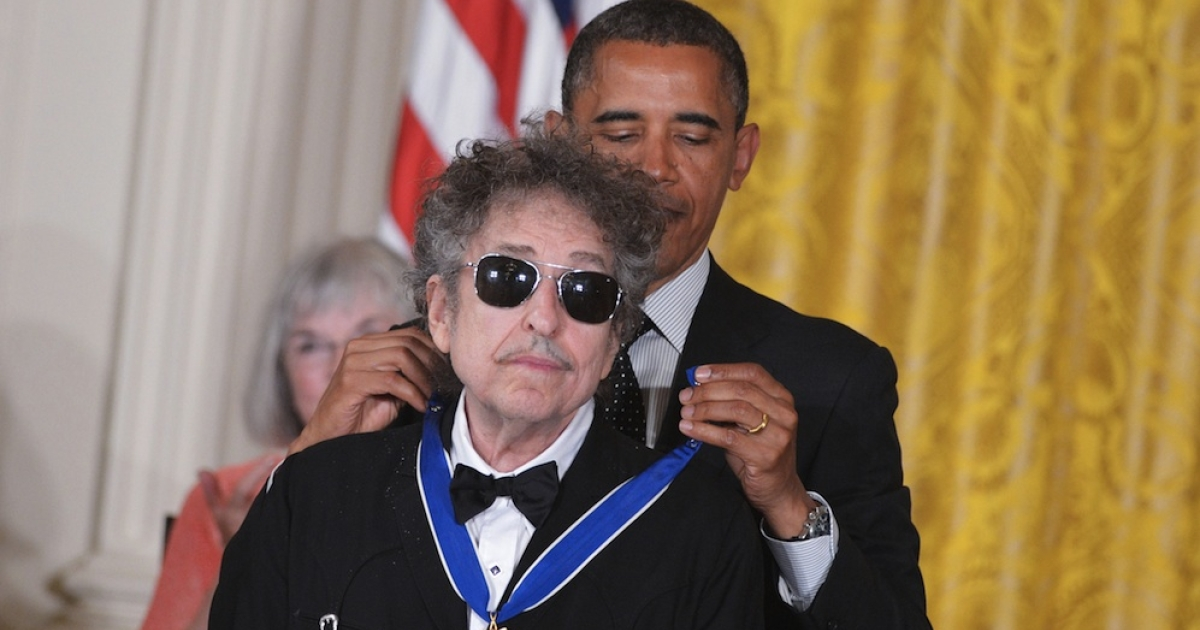 US President Barack Obama presents the Presidential Medal of Freedom to musician Bob Dylan during a ceremony on May 29, 2012 in the East Room of the White House in Washington. The award is the country's highest civilian honor.</p>