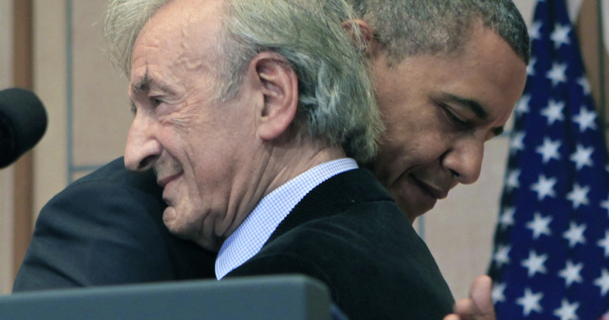 President Barack Obama (R) hugs Elie Wiesel before a speech at the Holocaust Museum in the Hall of Remembrance at the Holocaust Museum April 23, 2012 in Washington, DC. Obama announced new sanctions against Iran and Syria for entities and people using technology to target citizens.</p>