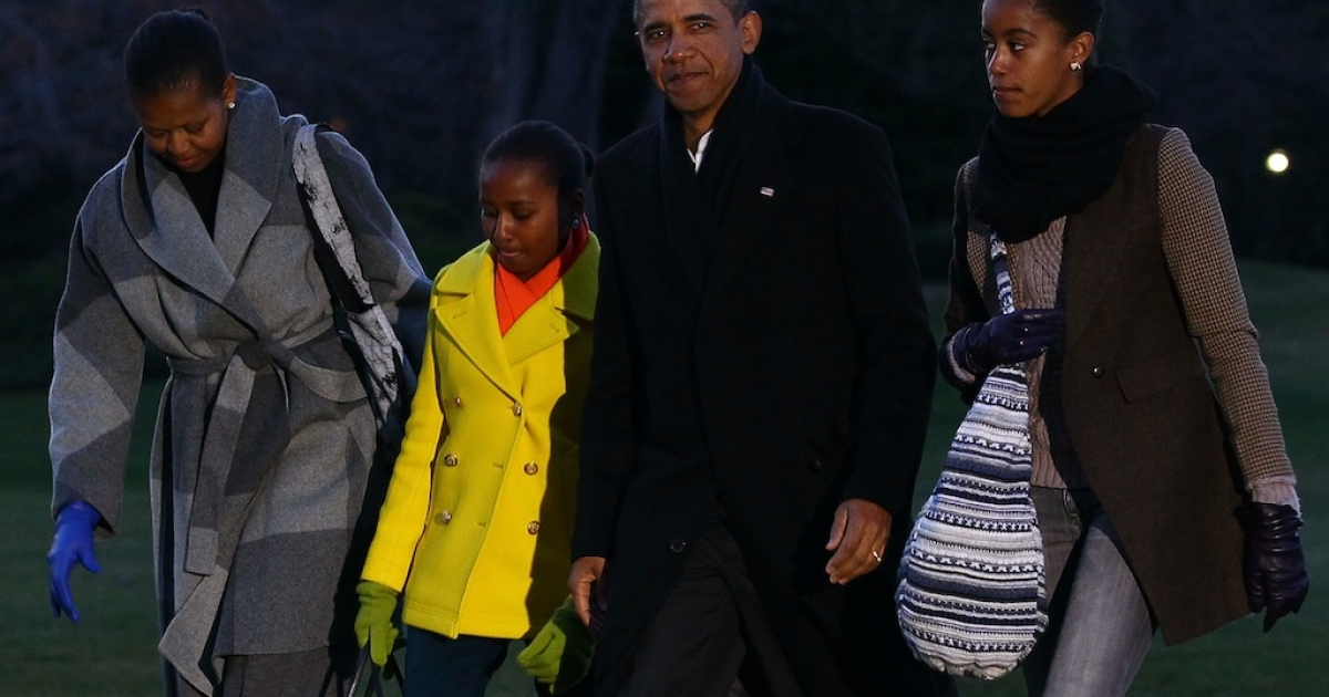 US President Barack Obama (2nd-R), first lady Michelle Obama (L), and their daughters Sasha (2nd-L) and Malia (R) at the White House on January 3, 2012 in Washington, DC.</p>