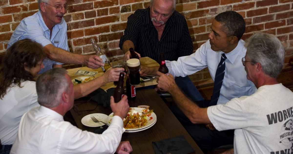 U.S. President Barack Obama (2nd R) clinks beer glasses with unemployed construction workers as they sit down for a discussion at the Harp and Celt Restaurant and Irish Pub in Orlando, Florida, October 11, 2011.</p>
