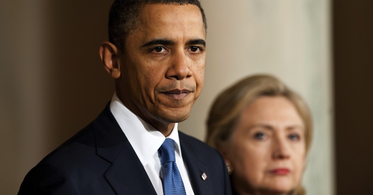 U.S. President Barack Obama (L) makes a statement on Libya with U.S. Secretary of State Hillary Clinton (R) at the White House in Washington, DC, Feb. 23, 2011.</p>
