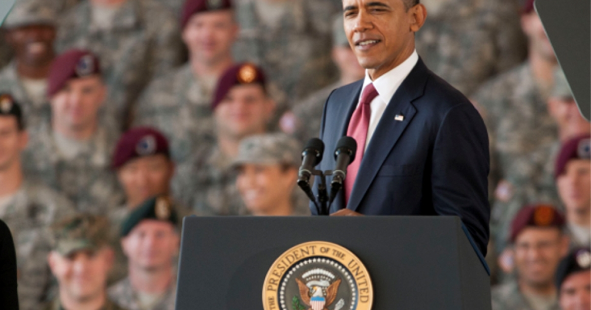 U.S. President Barack Obama pays tribute to the troops in a speech on December 14, 2011 at Fort Bragg, North Carolina.</p>