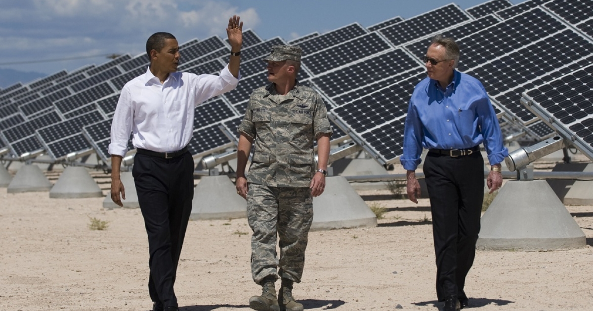 US President Barack Obama and Sen. Harry Reid tour solar panels at Nellis Air Force Base in Las Vegas in May 2009 with Base Commander Col. Howard Belote.</p>