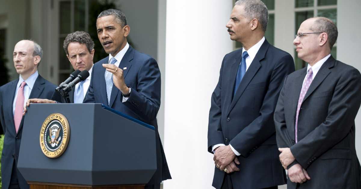 President Barack Obama speaks about the oil markets as Commodity Futures Trading Commission Chairman Gary Gensler (L), U.S. Secretary of the Treasury Timothy Geithner (2nd L) and U.S. Attorney General Eric Holder (2nd R) and Trade Commission Chairman Jon Leibowitz listen in the Rose Garden of the White House on April 17, 2012 in Washington, DC. Obama announced a plan to increase oversight and crack down on manipulation of the oil markets.  (Photo by Pete Marovich/Getty Images)</p>