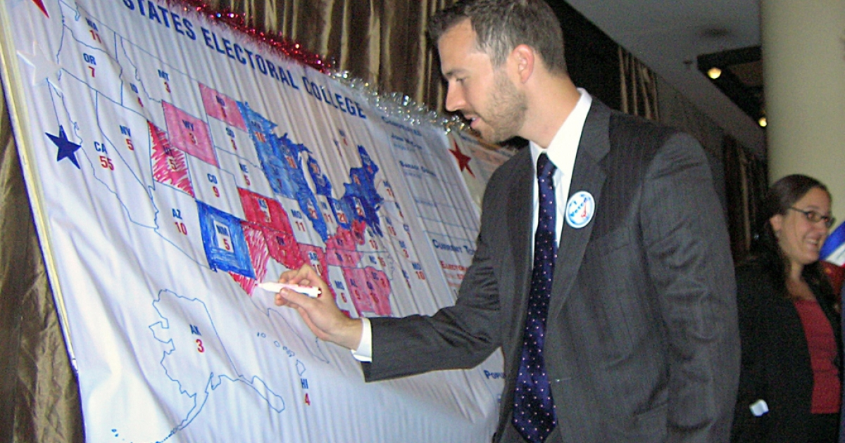 The scene last time: A US official colors the states won by US presidential candidates Barack Obama and John McCain on a US map at the Serena Hotel in Kabul on November 5, 2008.</p>