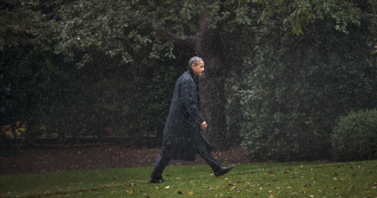US President Barack Obama walks to the West Wing of the White House Oct. 29, returning from campaigning to monitor Hurricane Sandy as it makes landfall.</p>