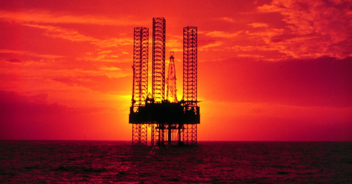 Pennzenergy Company oil exploration drilling rig in the Gulf of Mexico during sunset in April 1998.</p>