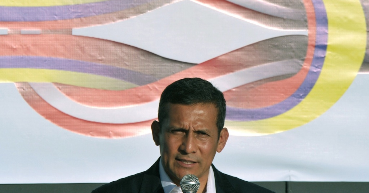 Peruvian President Ollanta Humala speaks after signing agreements with Ecuadorean President Rafael Correa before the closing ceremony of the fifth binational ministerial cabinets meeting and presidential round in Chiclayo, 750 km north of Lima, on February 29, 2012. Lucky for Humala, his family did not attend.</p>