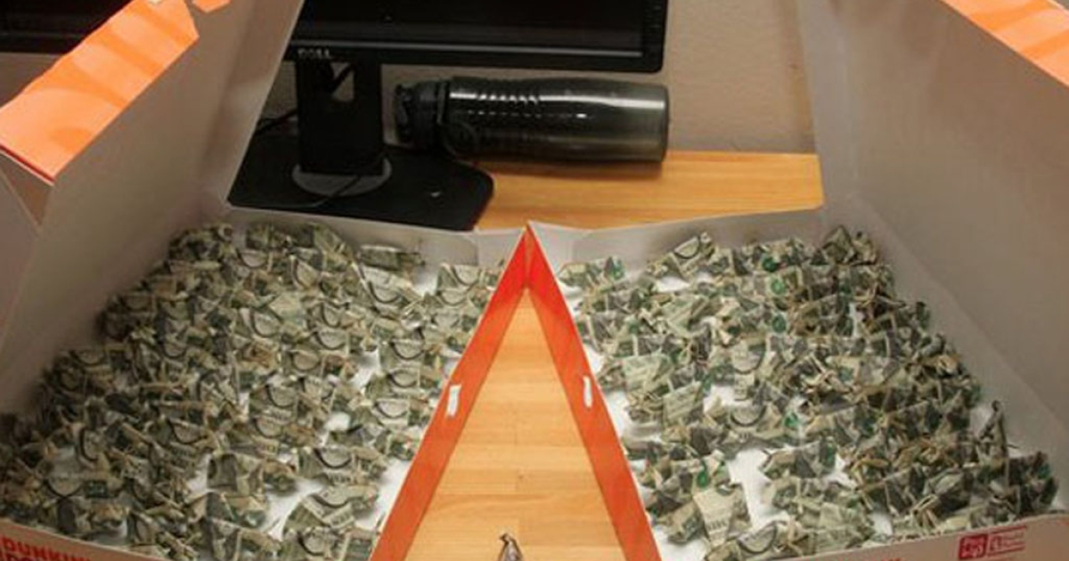 A man pays his $137 ticket with 137 dollar bills folded into origami pigs and delivered in doughnut boxes.</p>