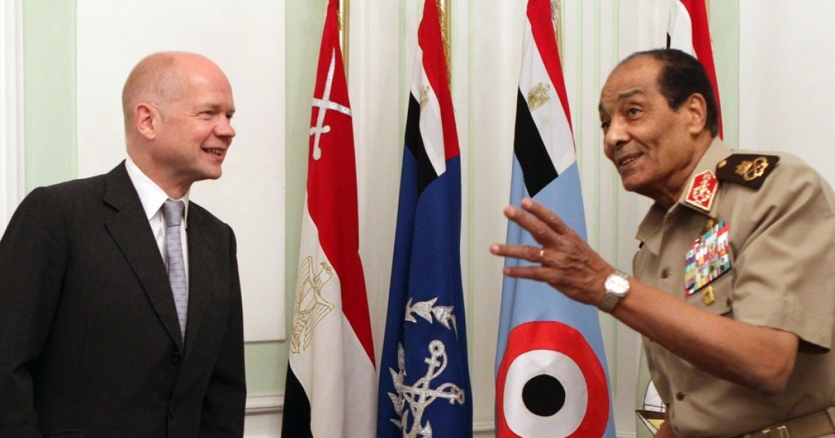 Egyptian Field Marshal Hussein Tantawi, right, head of the Egyptian Armed Forces Supreme Council, meets with British Foreign Secretary William Hague in Cairo on May 2, 2011</p>