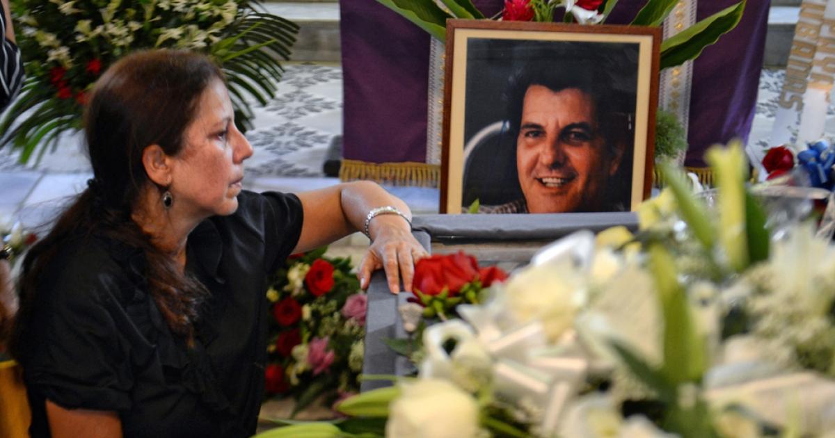 Ofelia Acevedo, widow of Cuban dissident Oswaldo Paya, mourns during his funeral, at Salcador del Mundo church in Havana.</p>