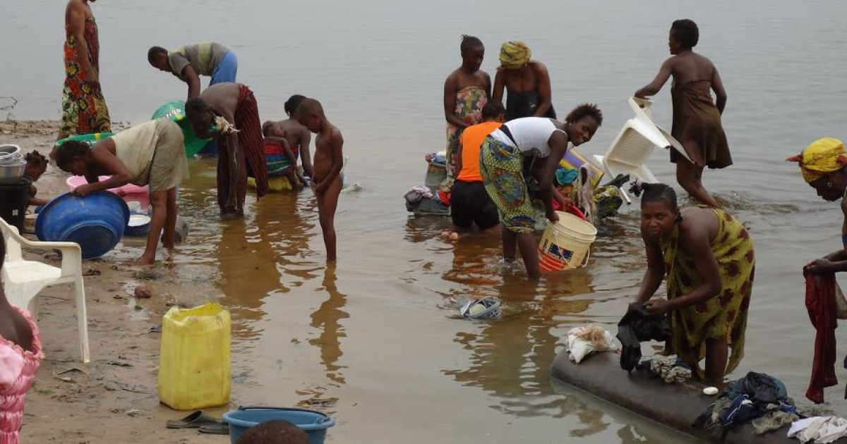 The Congo River is major commercial route, and many people's main source of water for drinking, cooking and washing. Conditions like this are perfect for the transmission of cholera, which is spreading in the Democratic Republic of Congo and the Republic of Congo.</p>