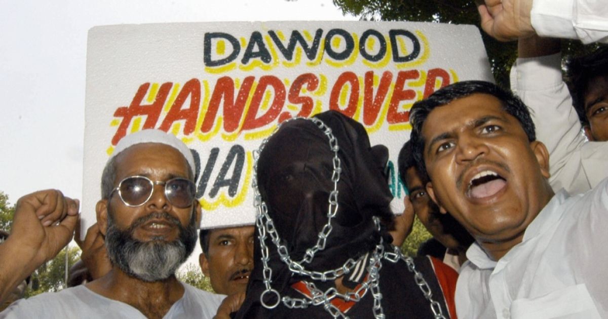 Activists of the All India Muslim Youth Solidarity committee hold placards and shout slogans as they take part in a protest to demand the release of Indian prisoners from Pakistan jails, in New Delhi, 01 September 2005.</p>