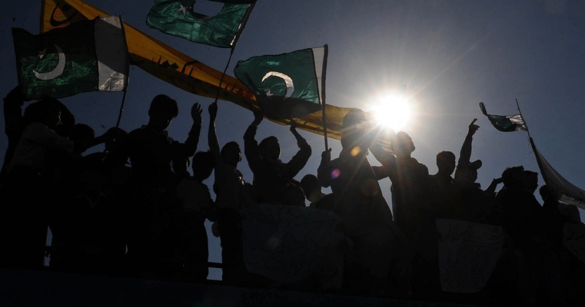 Pakistani students wave national flags in Lahore on November 30, 2011.</p>