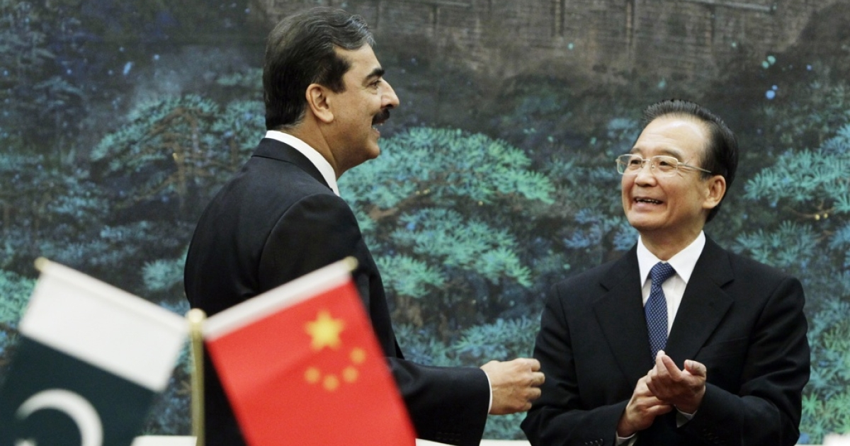 Pakistan's Prime Minister Yusuf Raza Gilani talks to China's Premier Wen Jiabao during a singing ceremony at the Great Hall of the People in Beijing on May 18, 2011.</p>