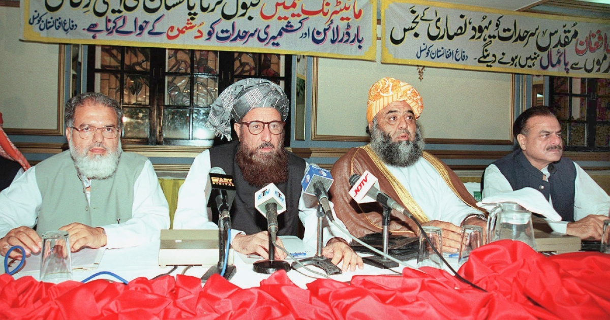 Maulana Samiul Haq, pictured third from the left, at a 2001 meeting of Pakistan's religious party leaders.</p>