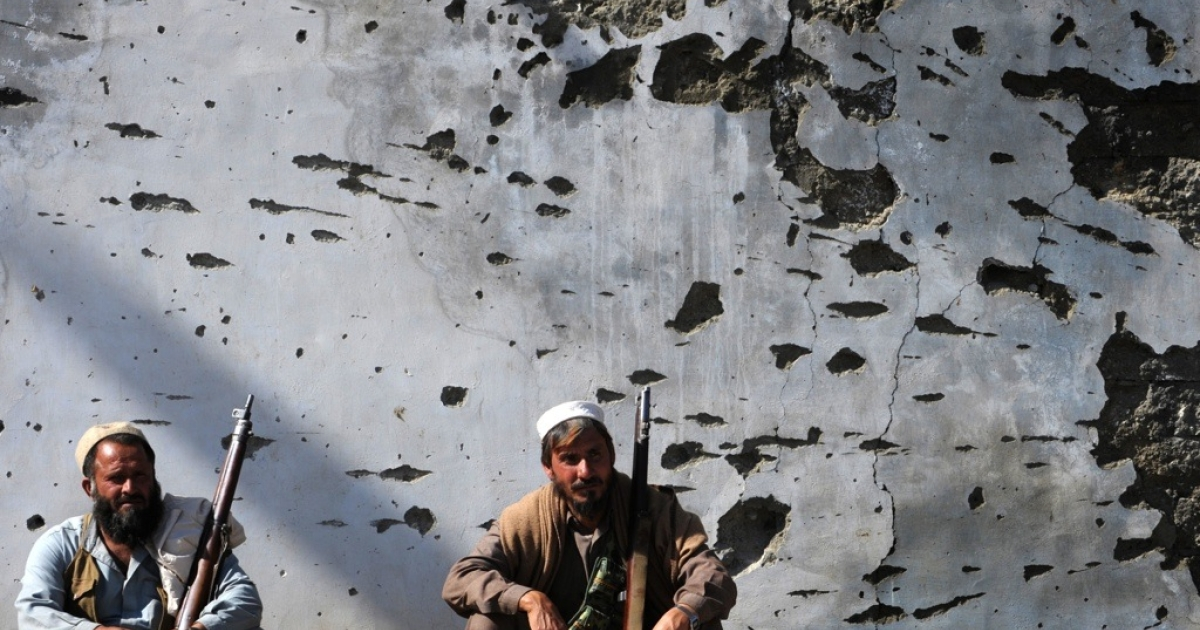 Pakistani tribal militias gather in the Bajaur tribal region on March 2, 2010.</p>