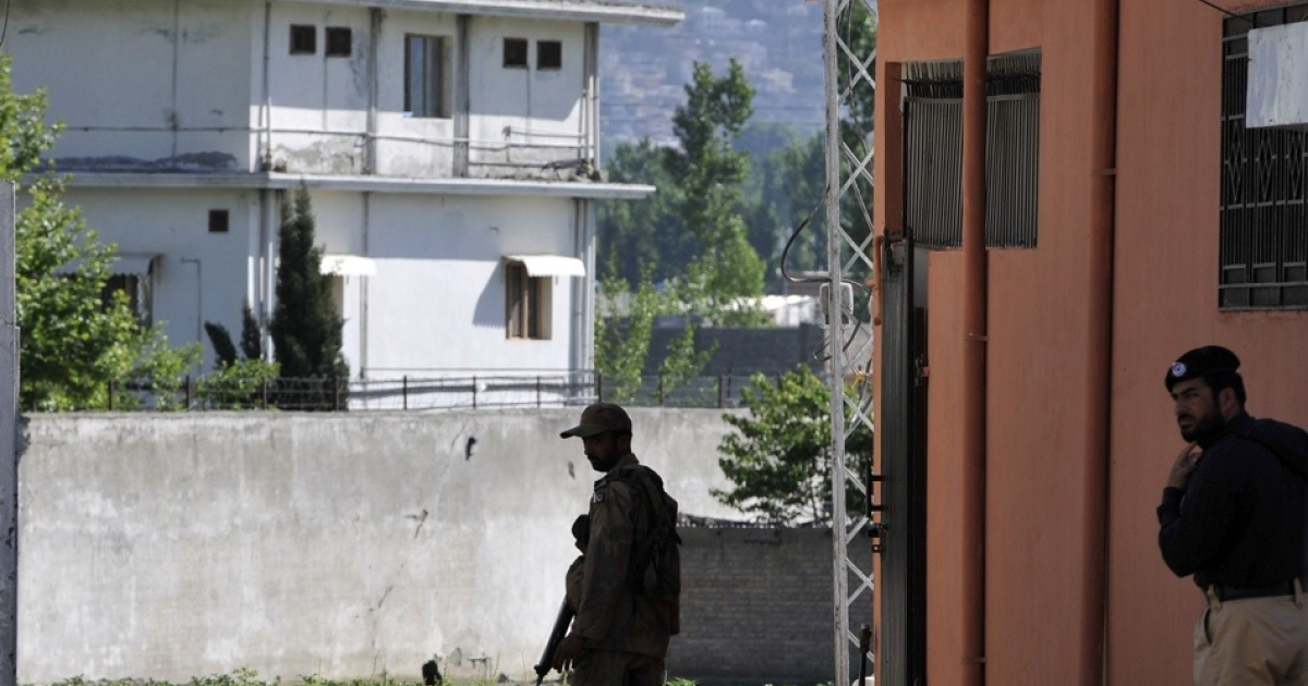 Pakistani military and police officials cordon off a street beside Osama Bin Laden's final hideout in Abbottabad on May 8, 2011.</p>