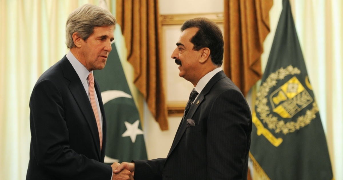 U.S. Senator John Kerry shakes hands with Pakistan's Prime Minister Yousuf Raza Gilani during a meeting in Islamabad on May 16, 2011.</p>