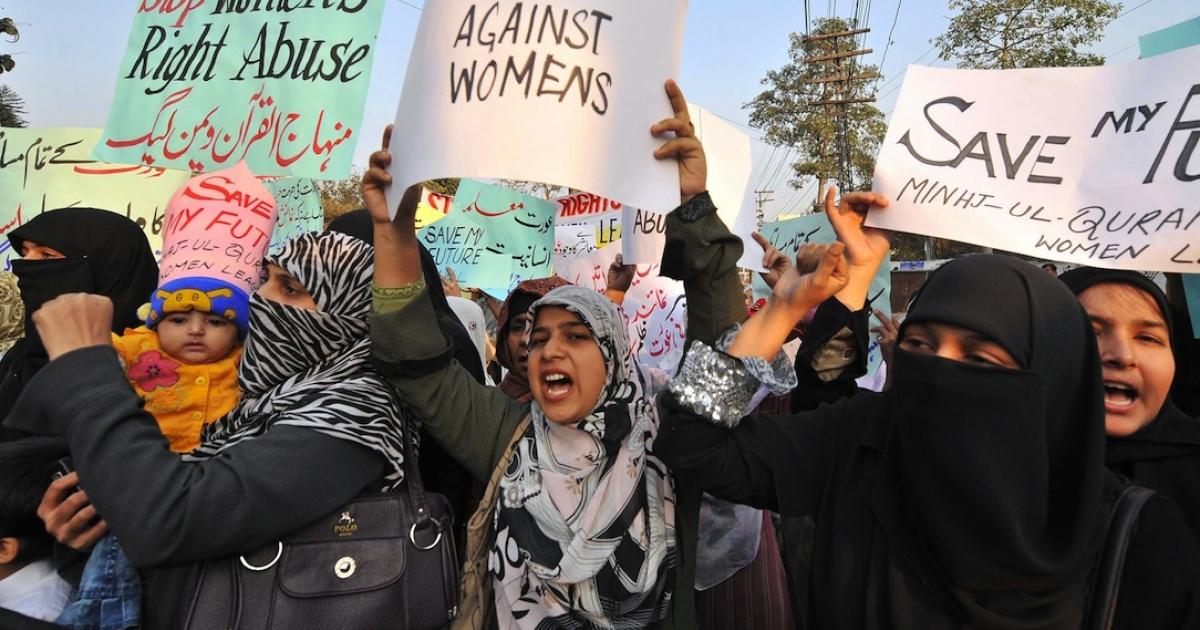 Supporters of Tehrik-e-Minhaj ul Quran, an Islamic Organisation protest against 'honour killings' of women in Lahore on November 21, 2008.</p>